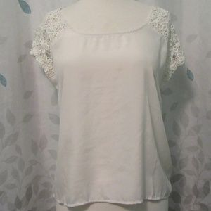 Forever 21 Lace-Sleeved Top Size Small